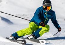 Skier test het Leki Trigger 3D systeem op de piste in de sneeuw